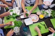 Cooking party per una festa di compleanno: un'idea gustosa e originale